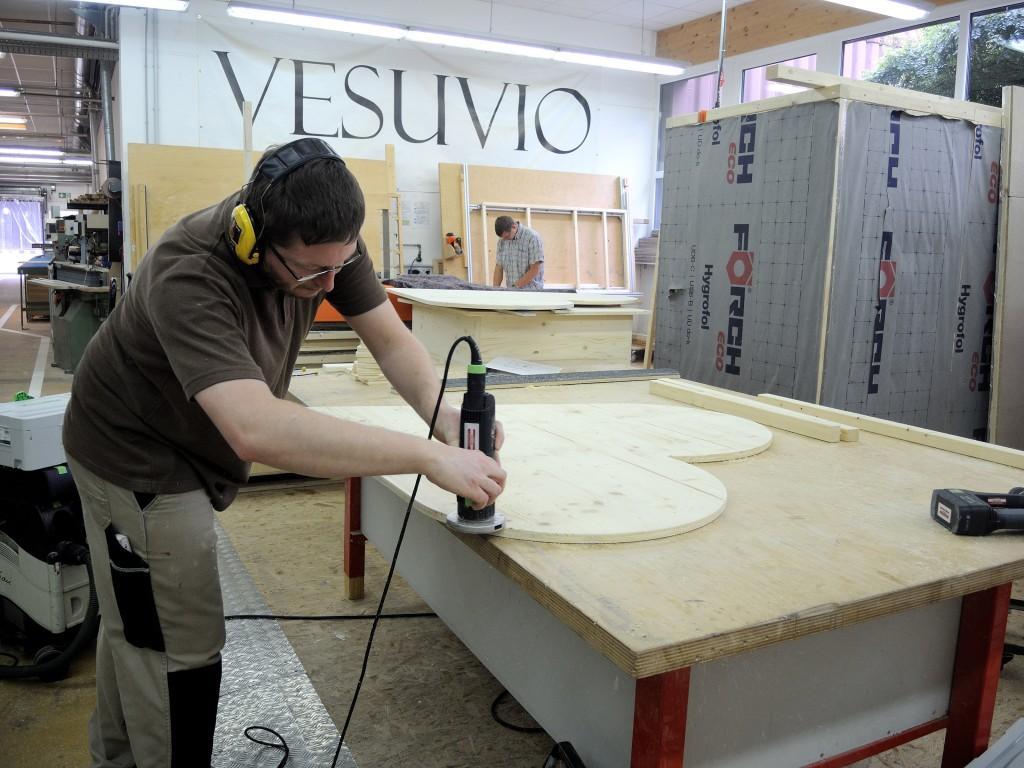 """In der Tischlerei wird das Holz-Herz für """"Braunschweig zeigt Herz"""" hergestellt. Foto: BSM"""
