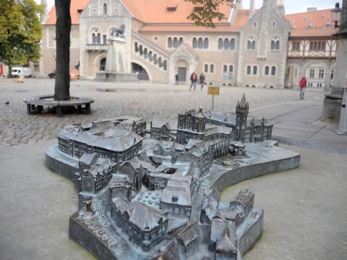 Das Stadtrelief bildet die Braunschweiger Sehenswürdigkeiten ab. Foto: BSM