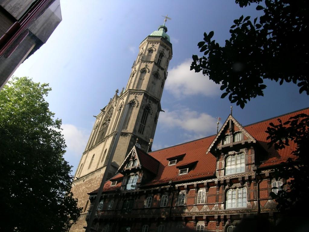 Die St.-Andreas-Kirche mit ihrem Südturm. Foto: Braunschweig Stadtmarketing GmbH / Bormann
