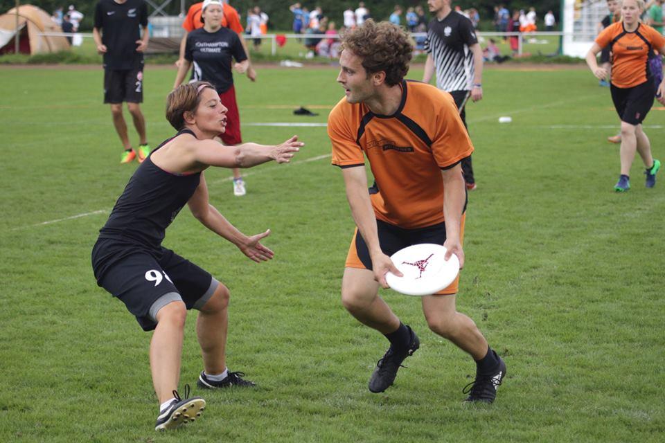 """Werfen, blocken, fangen: Die """"RotPots"""" sind auf dem Spielfeld flink unterwegs. Foto: RotPots"""