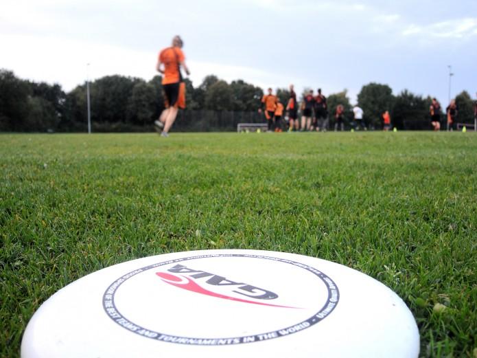 Werfen, blocken, fangen: Die Spielerinnen und Spieler sind auf dem Spielfeld flink unterwegs. Foto: RotPots