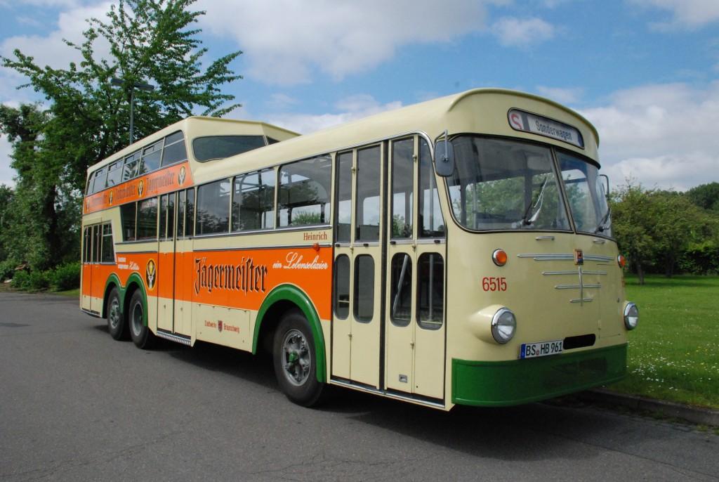 Mit dem Oldtimer-Bus sind Stadtrundfahrten etwas ganz Besonderes. Foto: Braunschweiger Verkehrs-AG