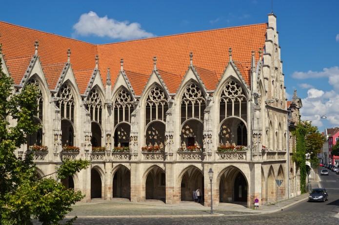 Vom Balkon des Altstadtrathauses hat Johannes Bugenhagen die Braunschweiger Kirchenordnung verkündet. Foto: BSM/Gerald Grote
