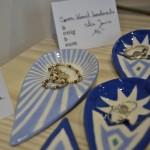 Bei Linda Honigbaum gibt es selbstgemacht Armbänder zu kaufen. Foto: BSM
