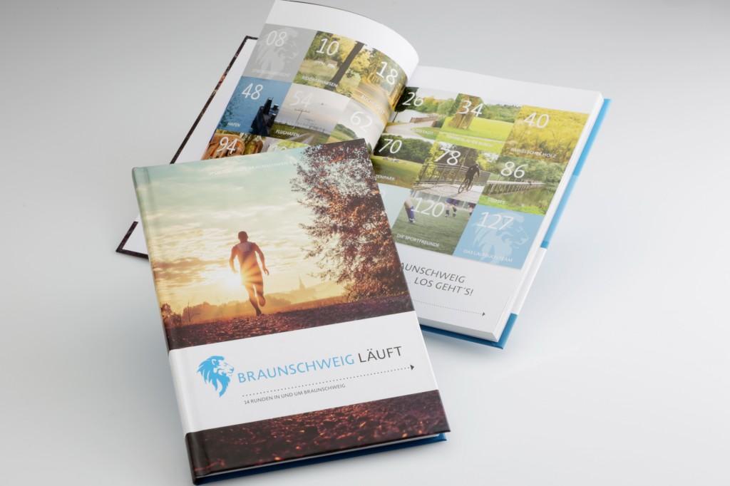 Das Buch Braunschweig läuft informirt über Lauftrecken in Braunschweig. Foto: BSM/Sascha Gramann