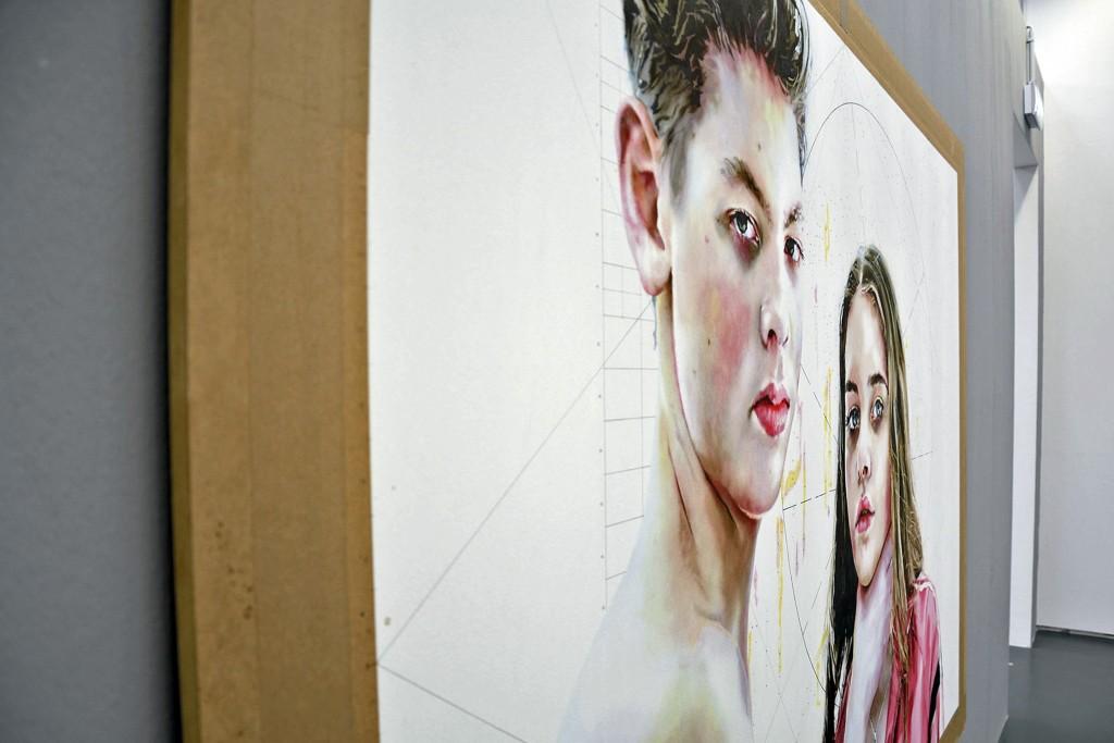 """Bevor sich Hanna Nitsch mit Selbstdarstellungen beschftigte, malte sie viele Bilder von ihren Kindern, die auch zur Vernissage von """"Großer Wurf 1"""" dabei waren."""