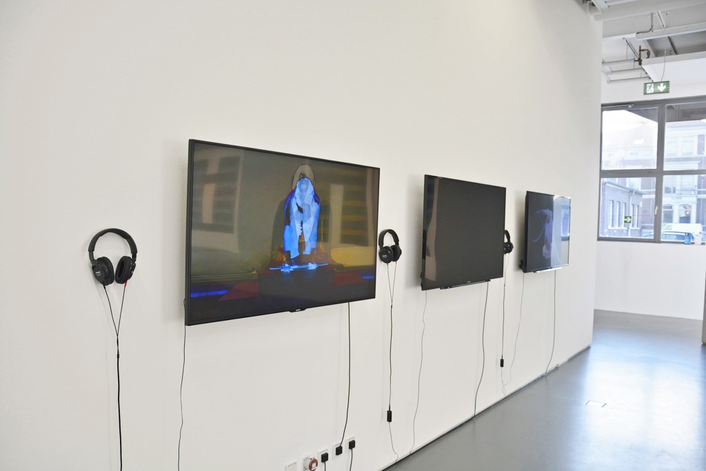 """Die Videoarbeiten """"Burn!"""", """"HertBeatHeart"""" und """"Solaris"""" laufen ständig zeitversetzt durch. Kopfhörer auf und in die Welt der Künstlerin abtauchen."""