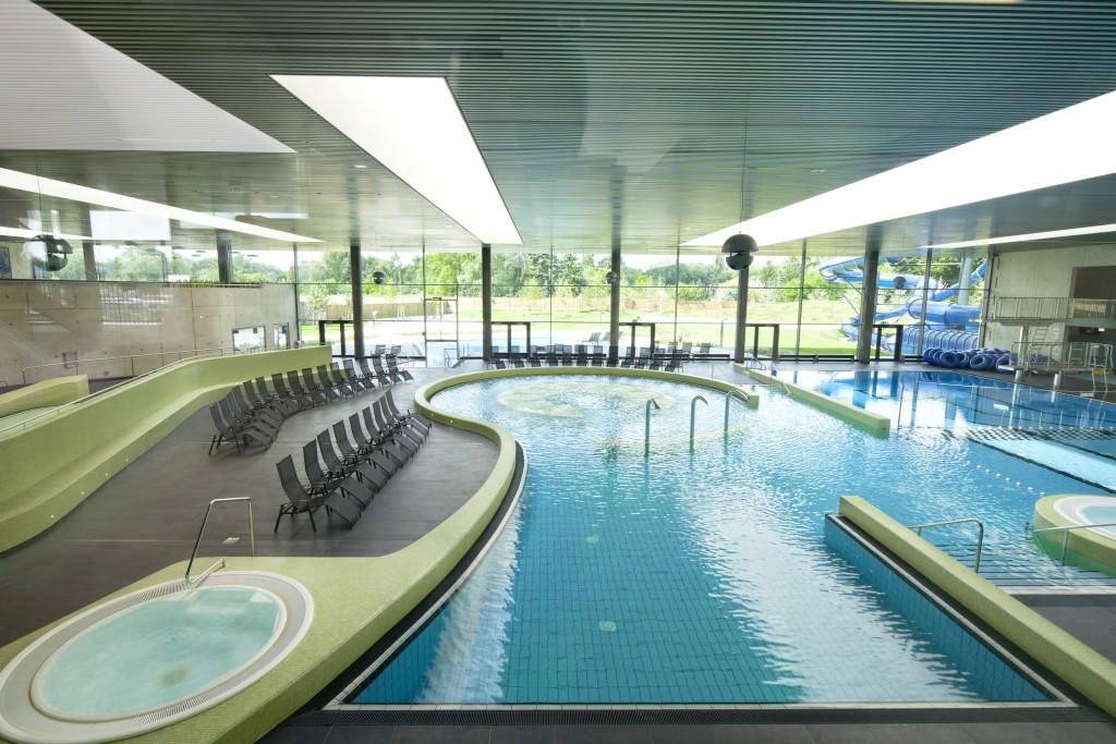 Die Wasserwelt bietet mit ihrem Freizeitbecken Schwimmspaß für Groß und Klein. Foto: Stadtbad Braunschweig GmbH / Thomas Liebig