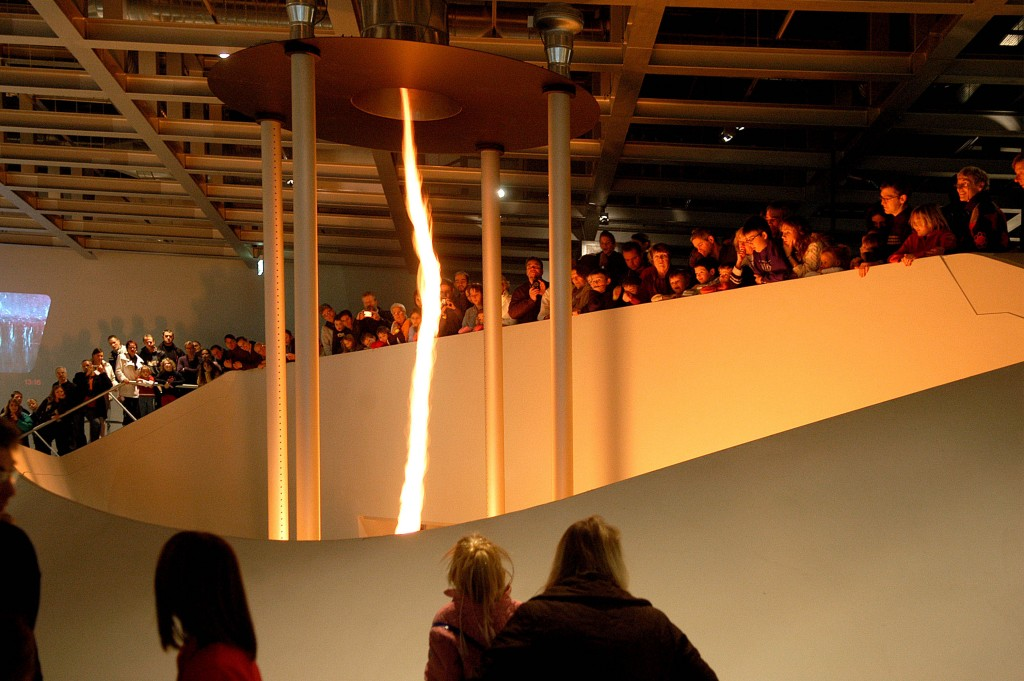 Eindrucksvoller Feuertornado im phaeno in Wolfsburg. Foto: Lars Landmann