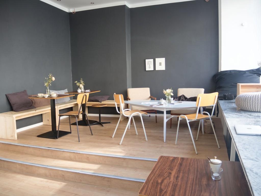 Die Einrichtung im Café BRUNS ist individuell. Foto: BSM