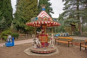 Nostalgie pur: Karussell und Co. erinnern an vergangene Zoo-Zeiten. Foto: BSM