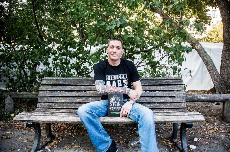 $ick wurde auf YouTube mit Videos über seine überwundene Drogensucht bekannt und hat jetzt eine Biografie geschrieben. Foto: 16bars