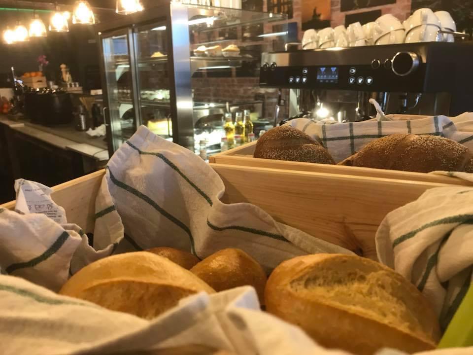 Frische Brötchen sind das Herzstück eines guten Frühstücks. Sally achtet daher besonders auf die Qualität. Foto: Atelier Café und Bistro