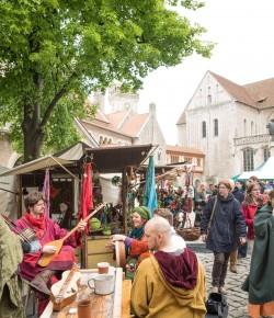 Modische Zeitreise ins Mittelalter