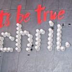 """""""Let´s be true schrill"""" steht hinter der Theke. Foto: BSM"""