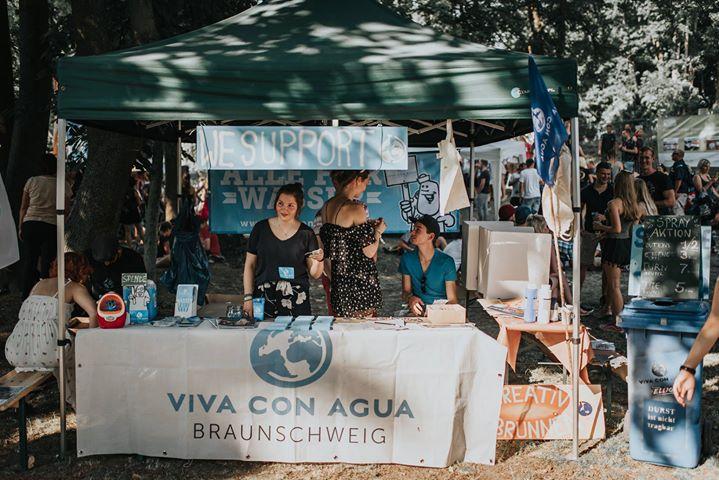 Auch Viva con Agua wird vor Ort sein und Pfand für Trinkwasserprojekte sammeln. Foto: Johannes Krull Fotografie