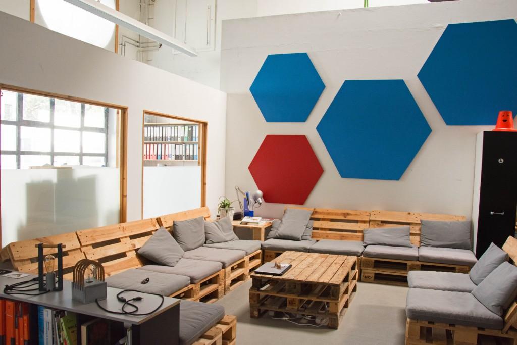 Die Lounge im Protohaus lädt zum kreativen Austausch, Kaffeetrinken oder einfach Quatschen ein. Foto: BSM.