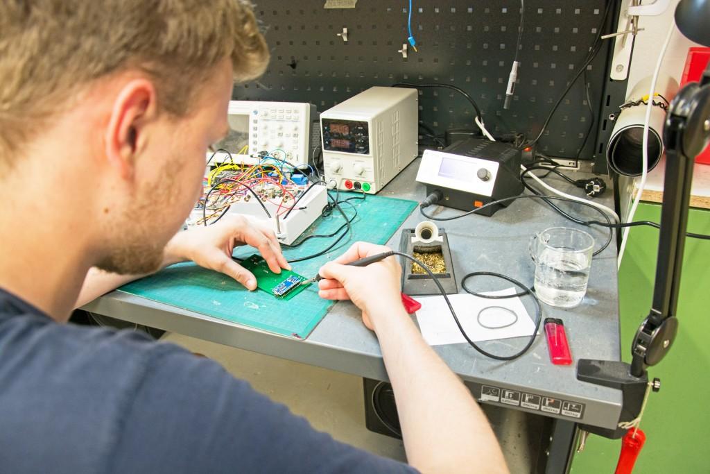 Ob etwas Neues schaffen oder Altes reparieren - im Protohaus gibt es vom Lötkolben bis zur Siebdruckmaschine viele Möglichkeiten. Foto: BSM