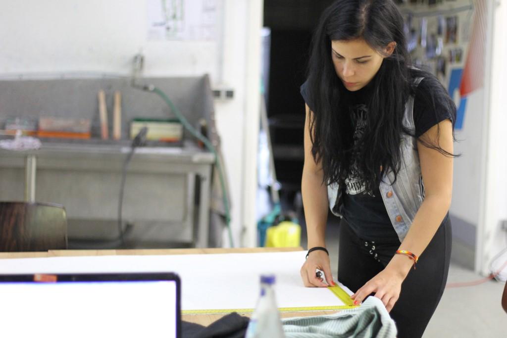 Inga Stang setzt im Protohaus gerne Nähprojekte um. Foto: Protohaus