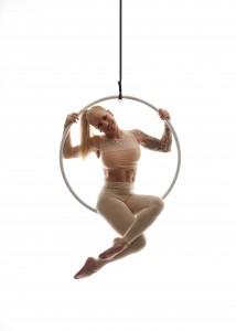 Tanzen im Reifen: Aerial Hoop machts möglich. Foto: T-Tanzstück