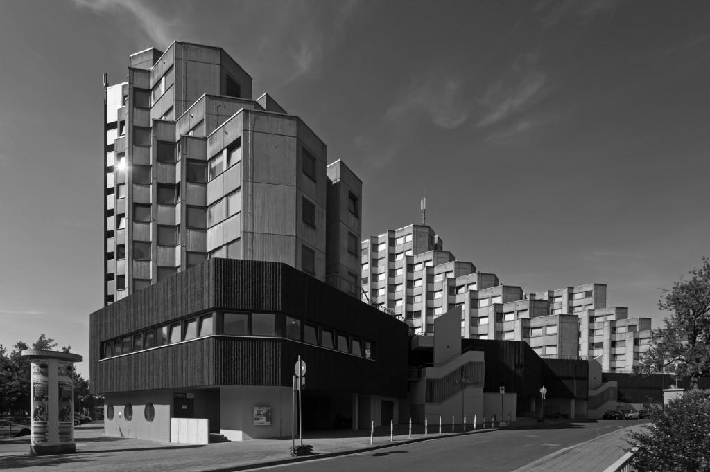 """Brutal modern! Der """"Affenfelsen"""" - ein Beispiel für die Architektur der 1960er und 70er Jahre. Foto: Andreas Bormann"""