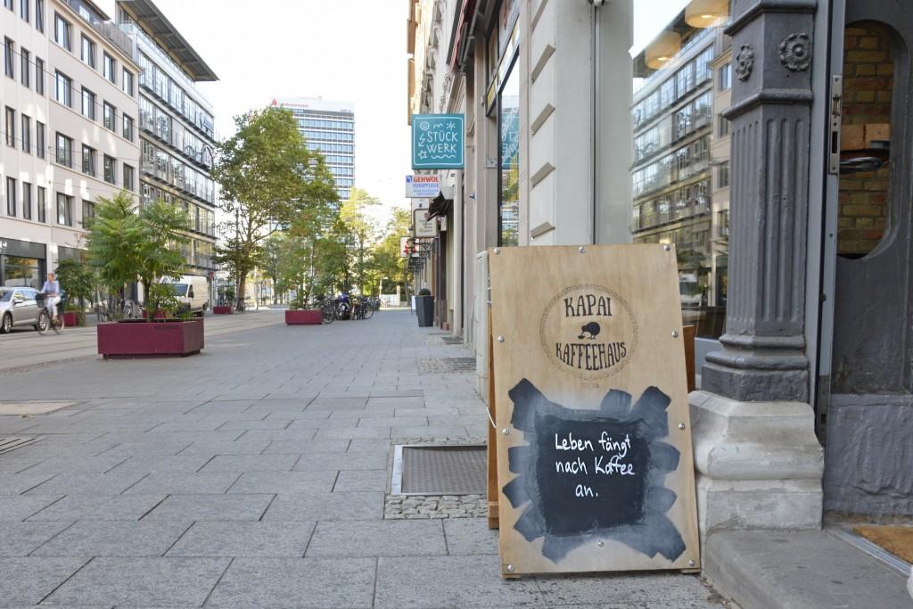 Der Blick vom Kapai Kaffeehaus in die Friedrich-Wilhelm-Straße. Foto: BSM