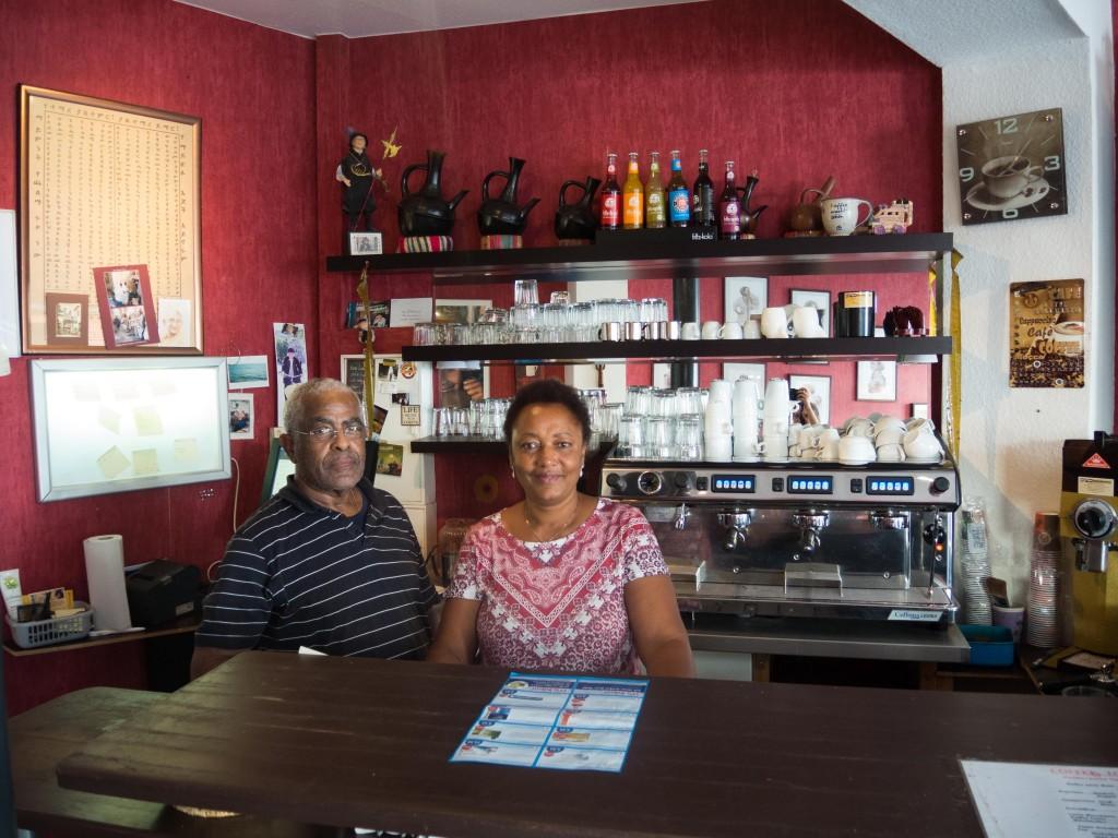 Ketema Georgis und seine Frau Liya Taera begrüßen mich in ihrem Café. Foto: BSM