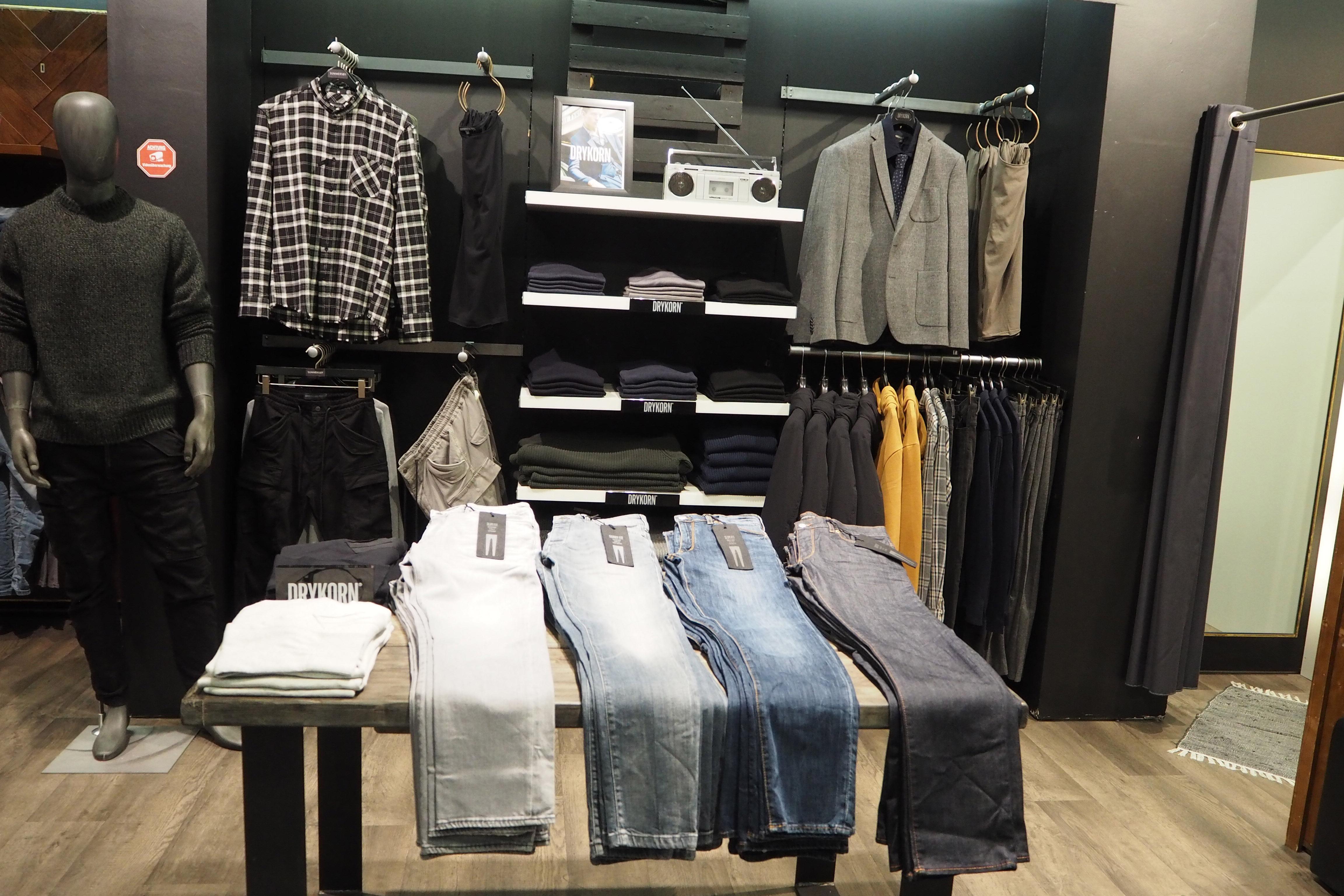 Hier gibt es neben Alltagsmode auch schickere Kleidungsstücke. Foto: Summersby