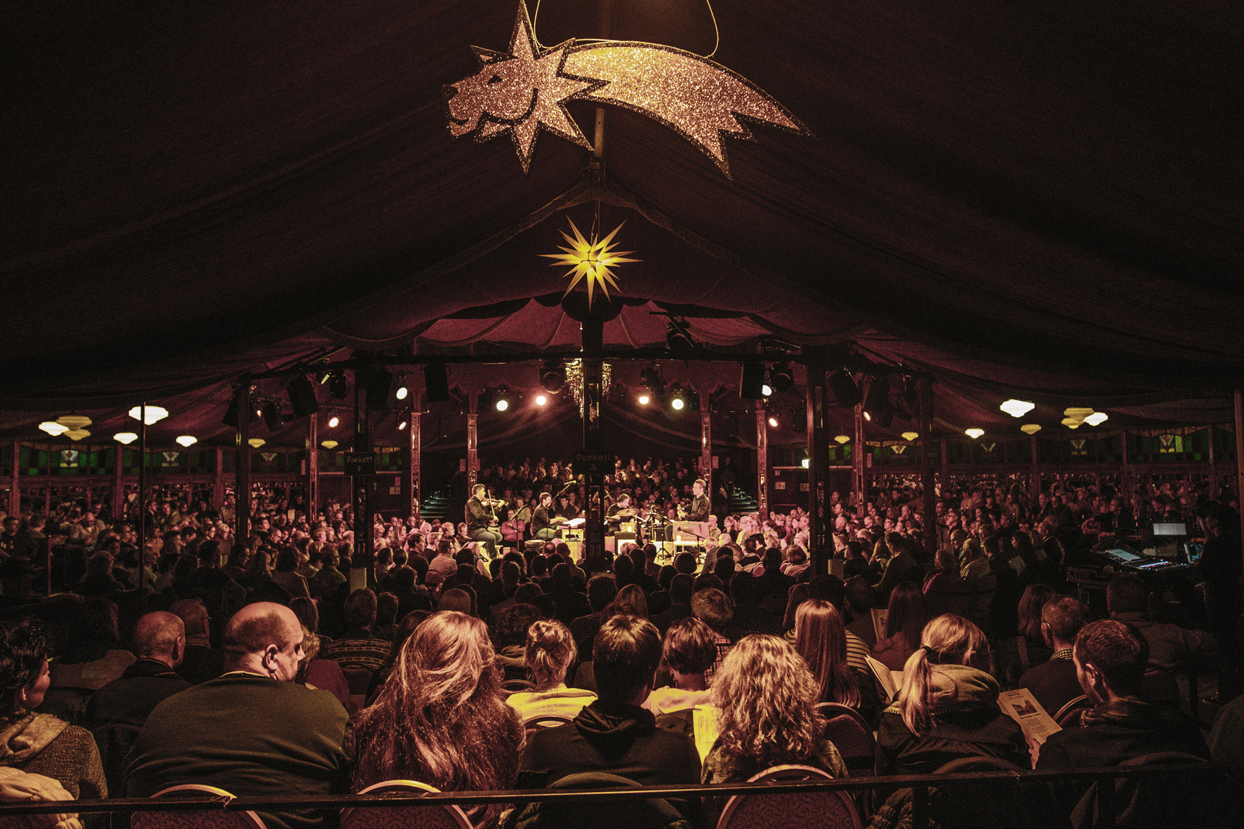 Das Wintertheater lockt mit einer ganz besonderen Atmosphäre. Foto: undercover GmbH/Malte Schmidt Photography