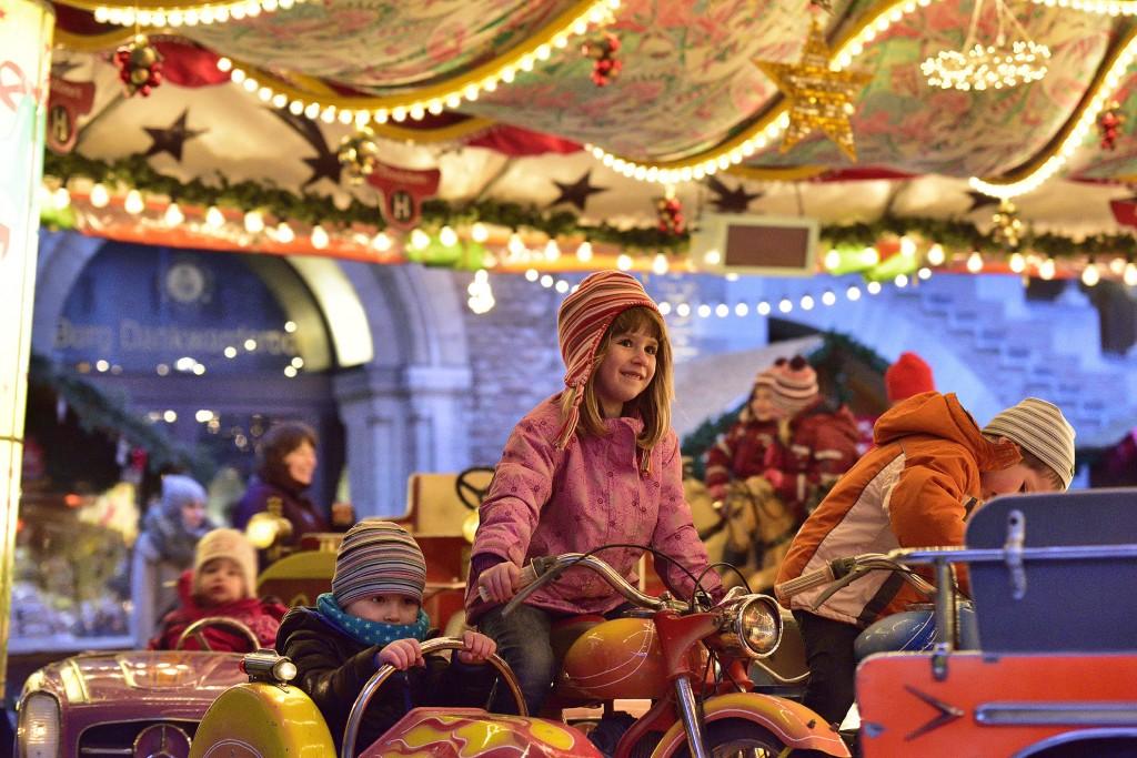 Der Braunschweiger Weihnachtsmarkt bringt Kinderaugen zum leuchten. Foto: BSM/Daniel Möller