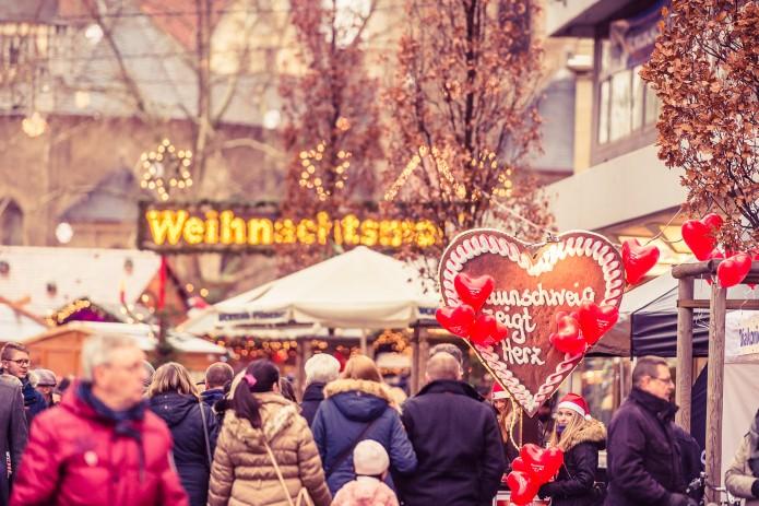 """In der gesamten Innenstadt heißt es am 1. Dezember """"Braunschweig zeigt Herz"""". Alle Spenden kommen dieses Jahr der Braunschweiger Verkehrswacht zugute. Foto: BSM/MoNo-Photography"""