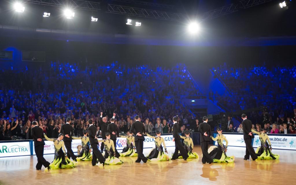 Die Standardformation des BTSC verzaubert das Publikum. Foto: Michael Steffan