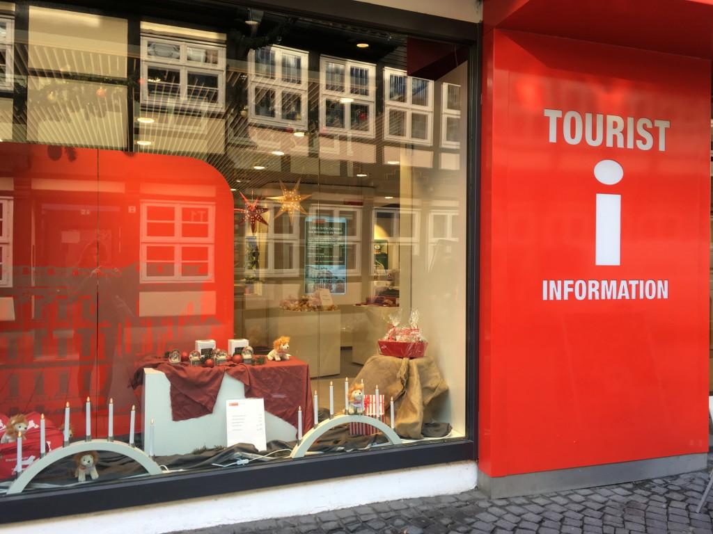 Das Angebot der Touristinfo lässt das Herz von Braunschweig-Fans höher schlagen. Foto: BSM