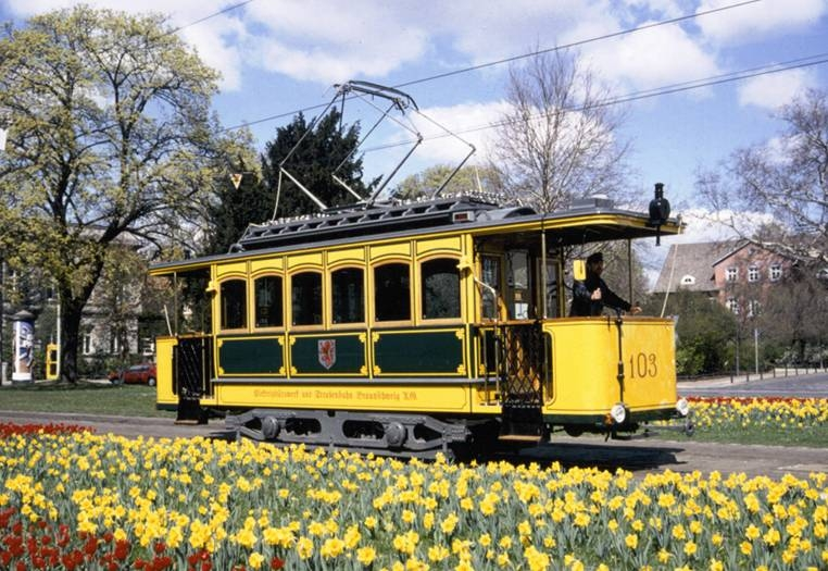Eine Hochzeit in der nostalgischen Straßenbahn ist ein ganz besonderes Erlebnis. Foto: Verkehrs-GmbH