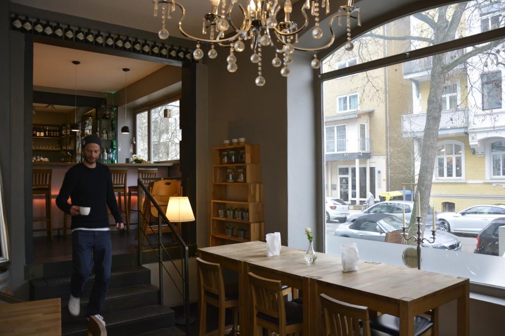 Der gemütliche Innenraum lädt zum Kaffee trinken ein. Foto: BSM
