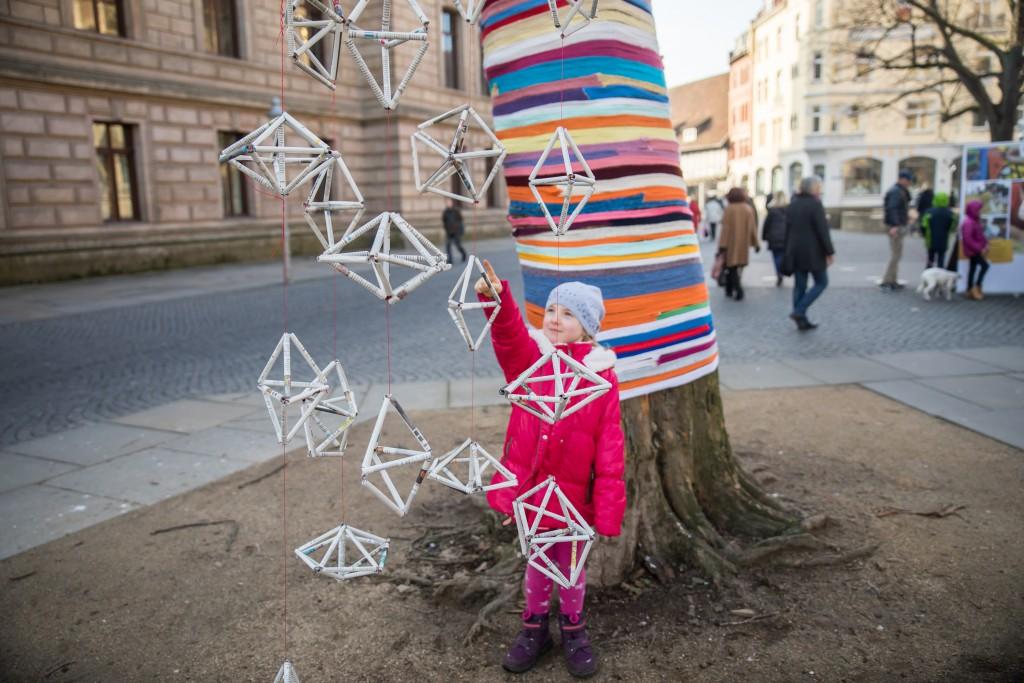 Die Innenstadt wird bunt in der winterkunstzeit.