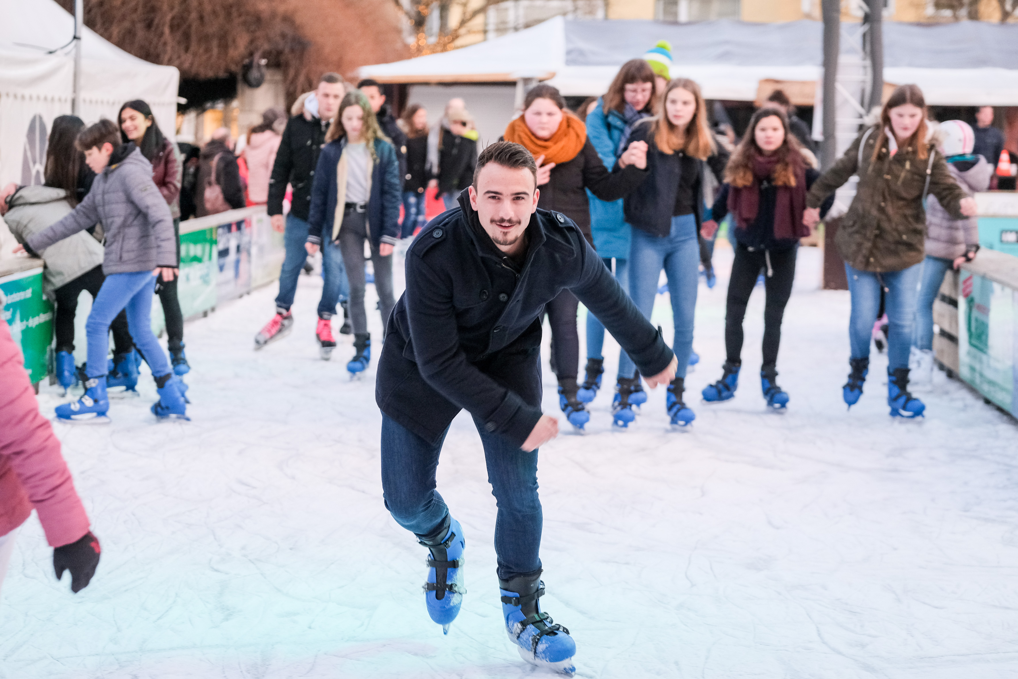 Ob Eisschnelllauf oder Eiskunstlauf, bei der Hildesheimer Eiszeit ist beides möglich. Foto: Hildesheim Marketing GmbH/Clemens Heidrich
