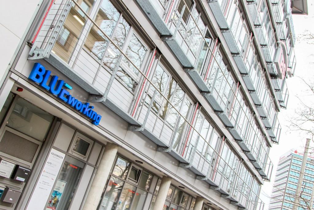 Viel Glas von außen: Das BlueWorking-Gebäude am Friedrich-Wilhelm-Platz. Foto: Stephen Dietl
