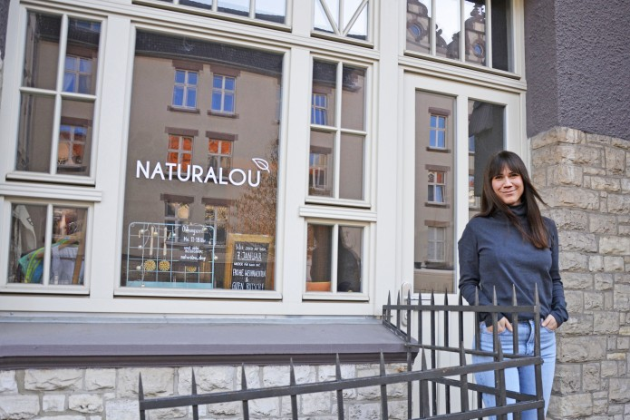 Louisa Dellert vor ihrem Laden naturalou. Foto: BSM