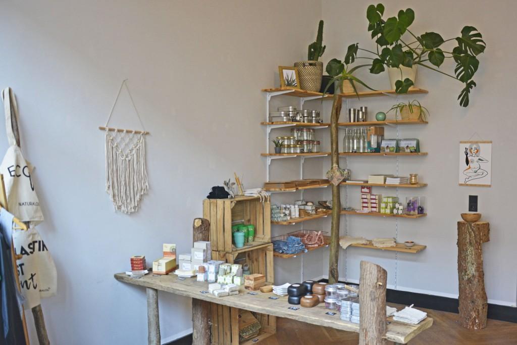 Holz, weiße Wände und persönliche Beratung: naturalou soll ein Treffpunkt für Nachhaltigkeits-Interessierte sein. Foto: BSM