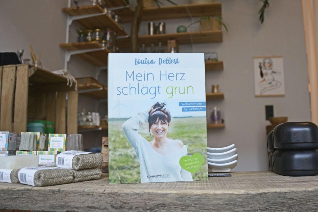 Blog, Social Media, Print - Louisa Dellert hat über ihren Weg zu mehr Nachhaltigkeit auch ein Buch geschrieben. Foto: BSM