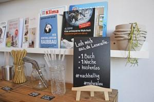 Ausleihen statt Kaufen: Eine kleine Bücherei im Laden hilft, den Einstieg in ein nachhaltigeres Leben zu vereinfachen. Foto: BSM