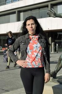 Projektleiterin Inga Stang am Ort des Geschehens: dem Forumsplatz der TU Braunschweig. Foto: BSM