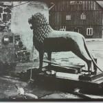 1943 wird der Löwe in Sicherheit gebracht und in einem Bergwerksstollen im Rammelsberg versteckt.  Foto: Stadtarchiv Braunschweig
