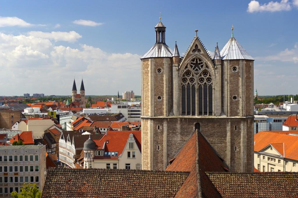 Blick vom Rathausturm, in der Mitte der Turm des Doms.