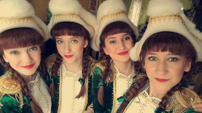 Maribel Löwegrün und ihre Schwestern Nadja, Romy und Sina Reese im Gardenkostüm. Foto: Maribel Löwegrün