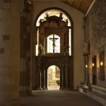 Der Durchgang zur Taufecke wurde aus einem alten Altar gefertigt. Foto: BSM