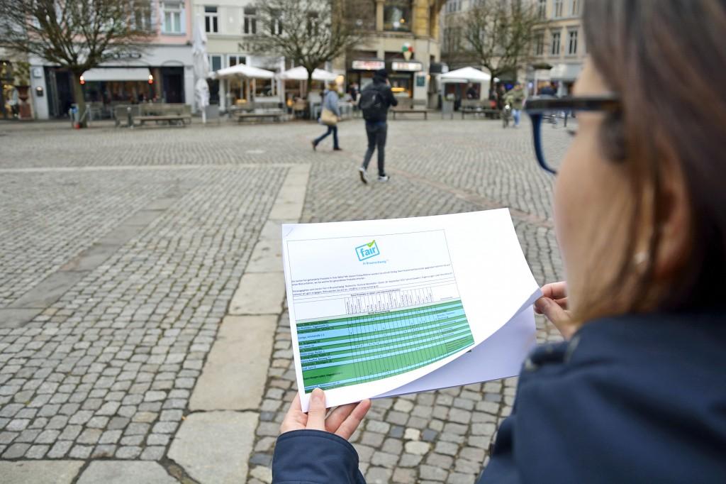 Unterwegs mit dem fairen Einkaufsführer für Braunschweig. Foto: BSM