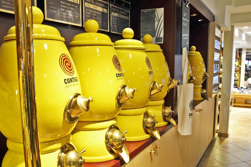 Außen gelb, innen schwarzes Gold - die Behälter für die Kaffeebohnen sind bei Contigo ganz besonders in Szene gesetzt. Foto: BSM