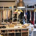 Das Seconhand Angebot im by Netta ist riesig. Taschen, Schuhe, Kleider, Bücher - hier ist alles zu finden. Foto: BSM